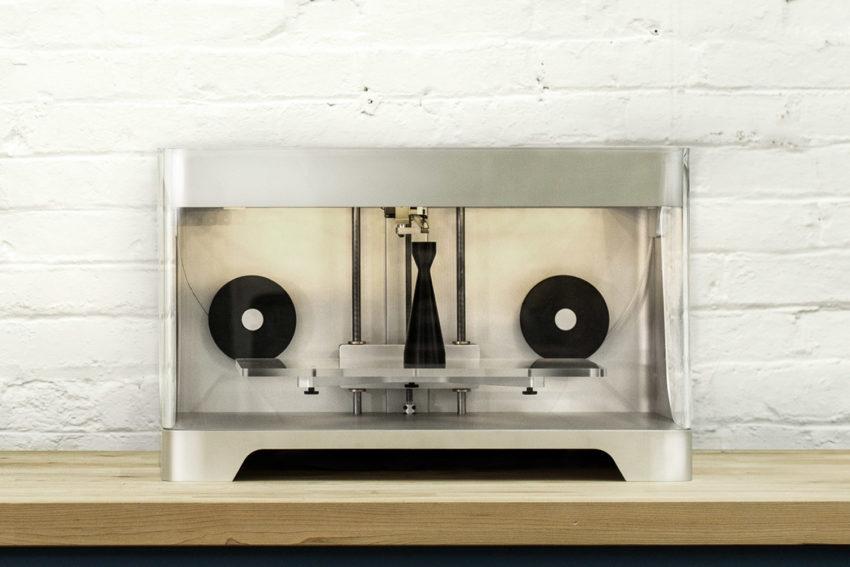 Mark Two kompozit 3D nyomtató munka közben