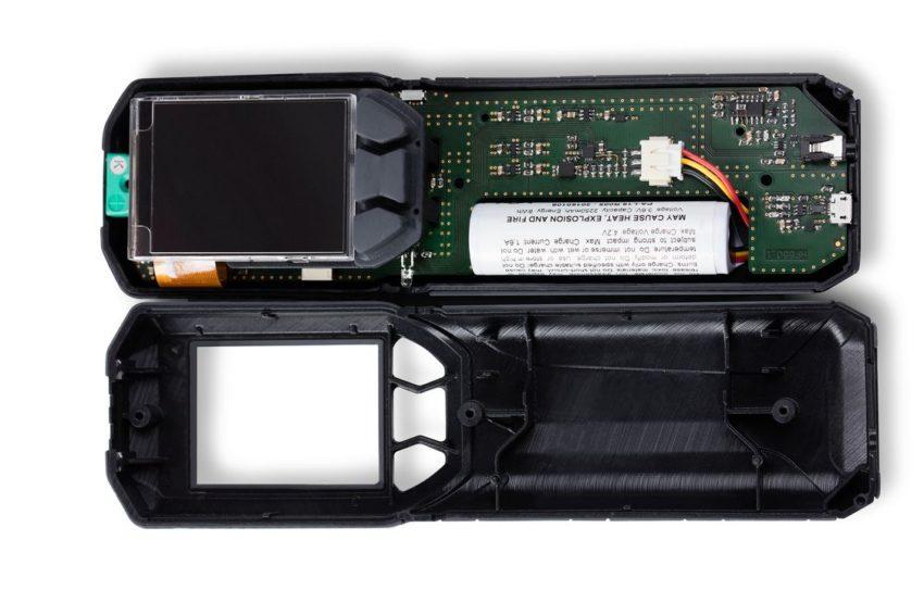 Form 2 asztali SLA nyomtatóval készült készülékház és billentyűzet prototípus